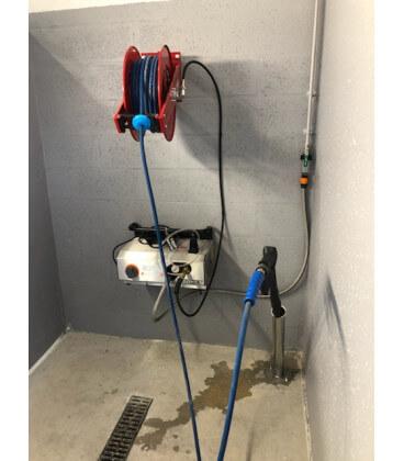 Poste de lavage eau froide avec enrouleur automatique